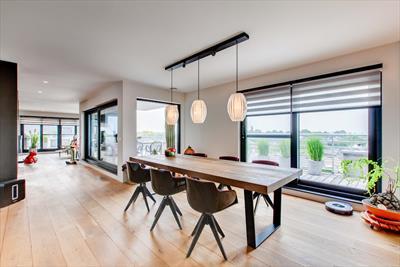 Unieke penthouse  rondom zonnige terrassen en garage