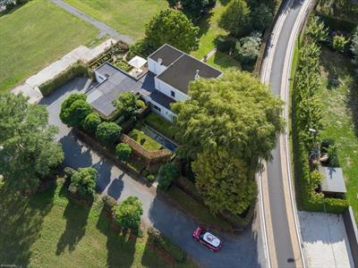 Moderne woning te koop in een oase van groen op een boogscheut van het centrum van Lovendegem